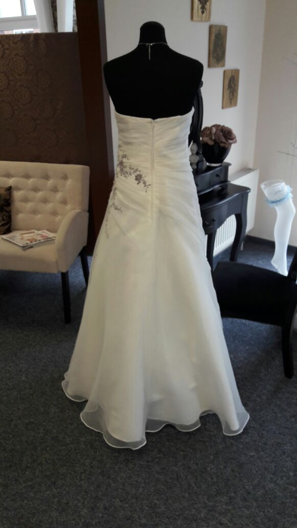 Brautkleid entspannte Braut