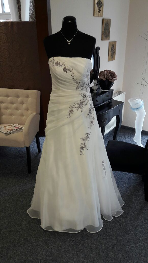 Brautkleid verspieltes Design