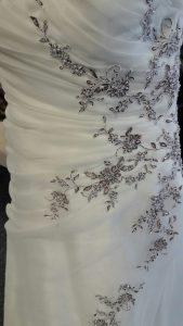 Brautkleid mit Farbakzent