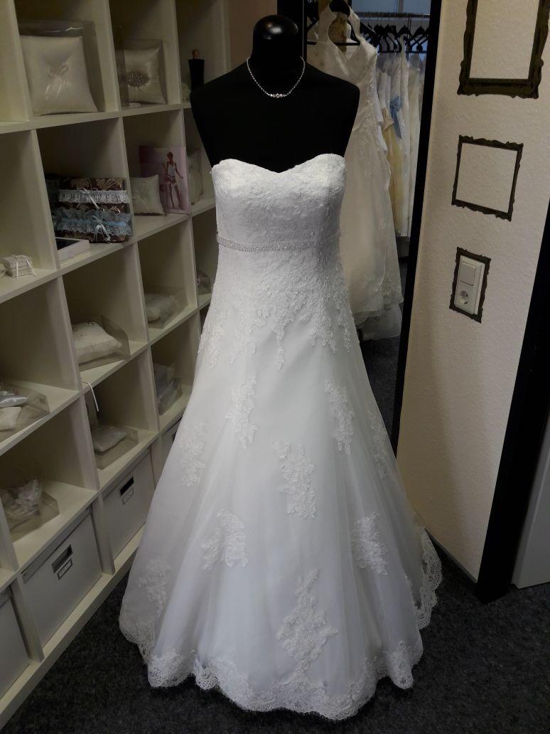 Brautkleid-Hochzeit-Braut-Leer-Brautparadies-Spitze-201017-2 ...