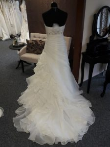 besonderes Brautkleid Brautparadies Jordan in Leer