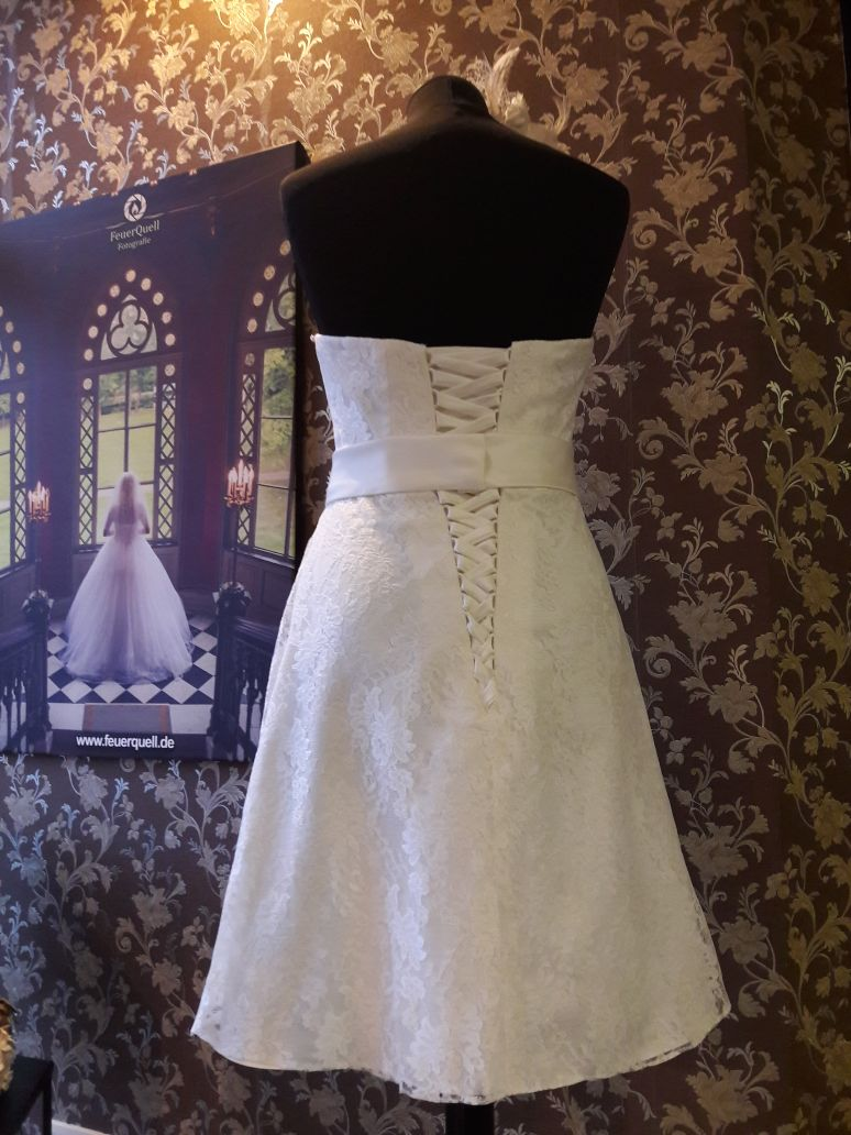 Brautkleid: Kurz und glanzvoll! - Brautparadies Jordan