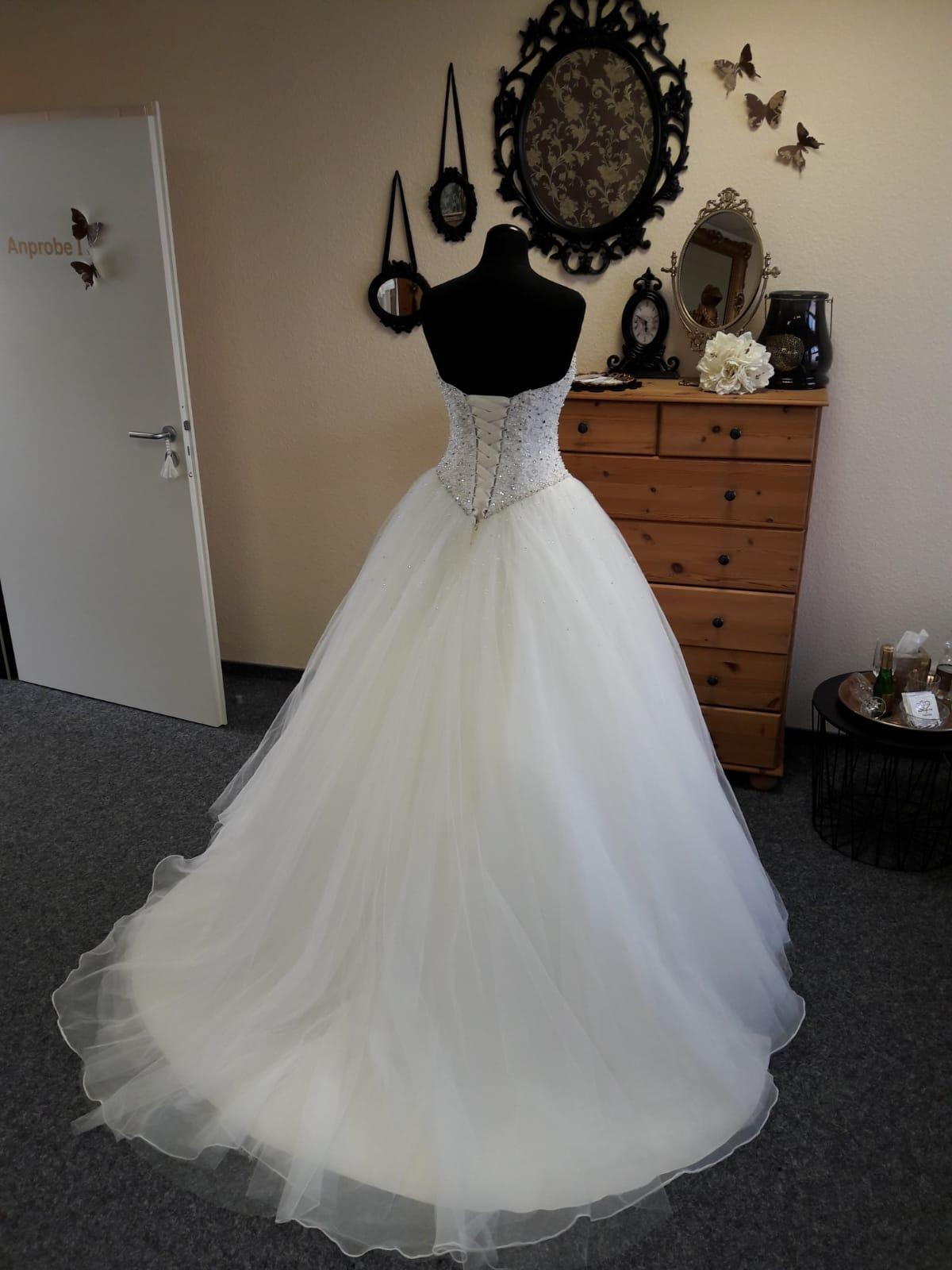 Ein Brautkleid für eine Traumhochzeit! - Brautparadies Jordan