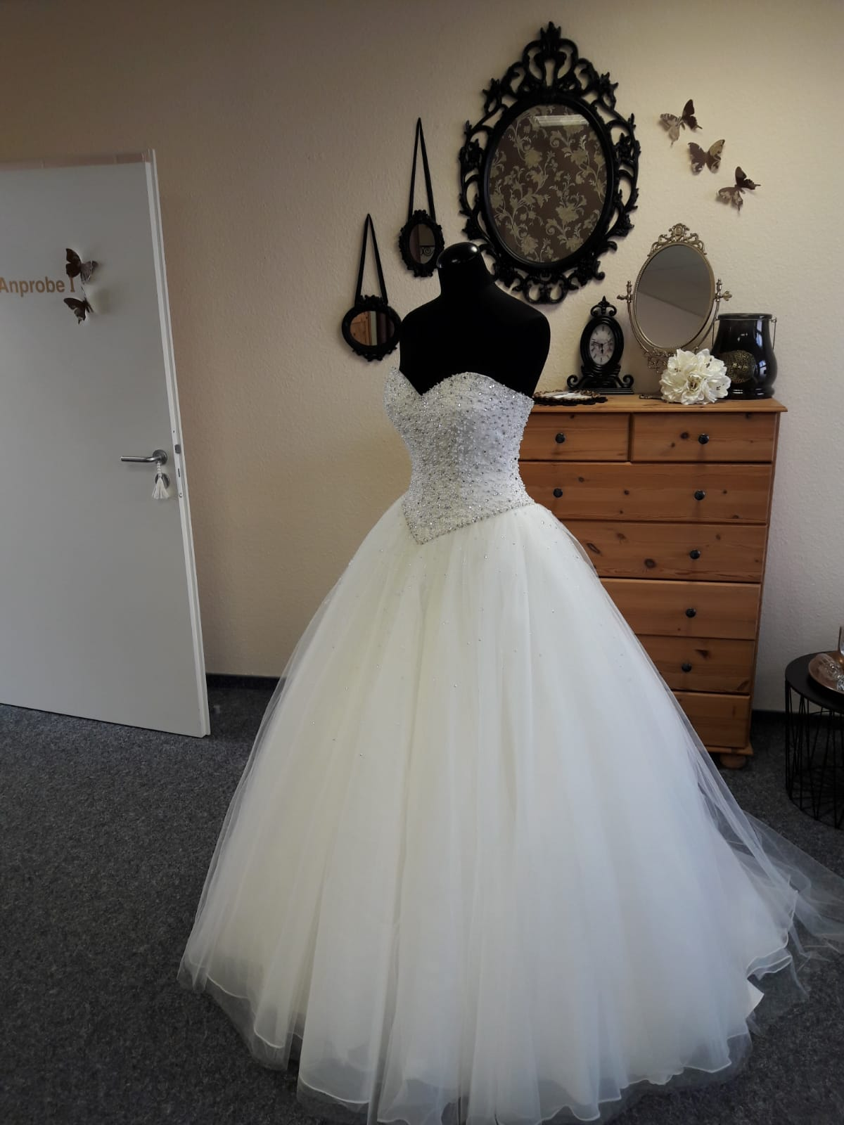 Klassik-Moderne-Glitzer-Brautkleid-17-17 - Brautparadies Jordan